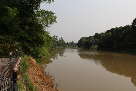 Aruntara Riverside Boutique Hotel: river