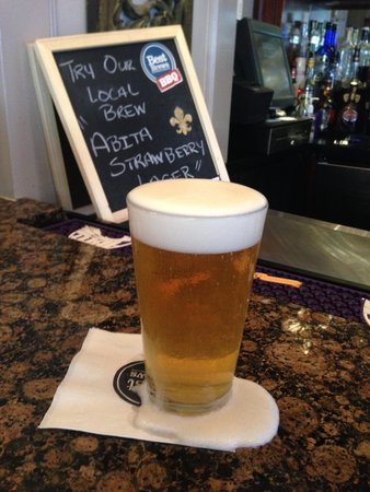 Four Points By Sheraton French Quarter: Strawberry Beer at the bar