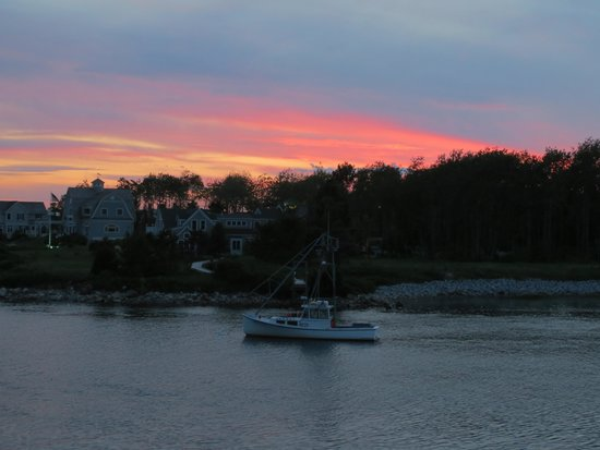 The Breakwater Inn and Spa: Romantic sunset over the Kennebunk River.