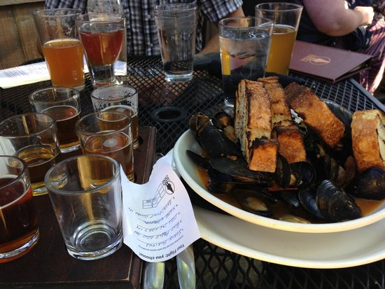 Happy Gnome: Flight of IPA's and PEI mussels