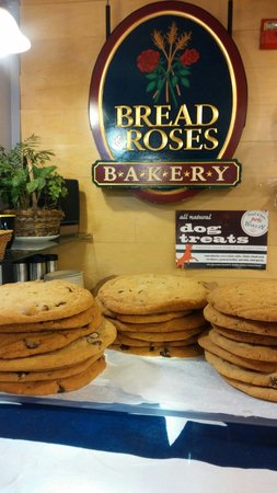 Bread and Roses Bakery : Famous cookies!