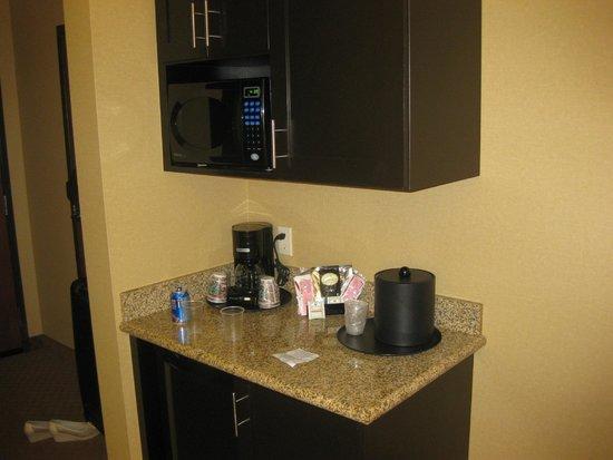 Comfort Suites Ontario Convention Center: можно выпить кофе или чай
