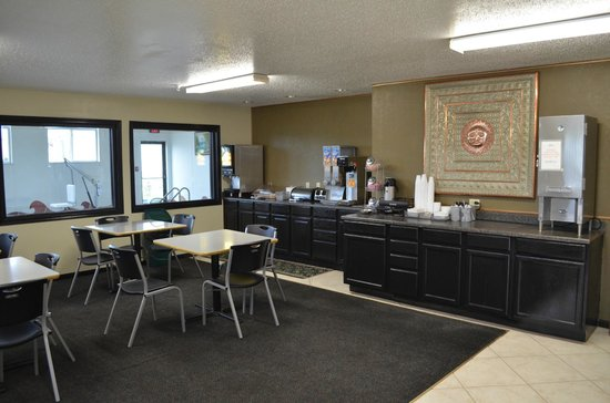 Economy Inn Seymour: Breakfast area & seating