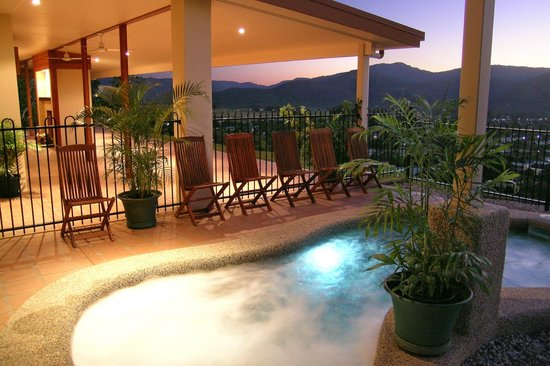 The Summit Rainforest Retreat & Conference Centre: Heated Pool & Spa