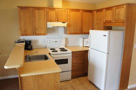 Lake Okanagan Resort: full kitchen