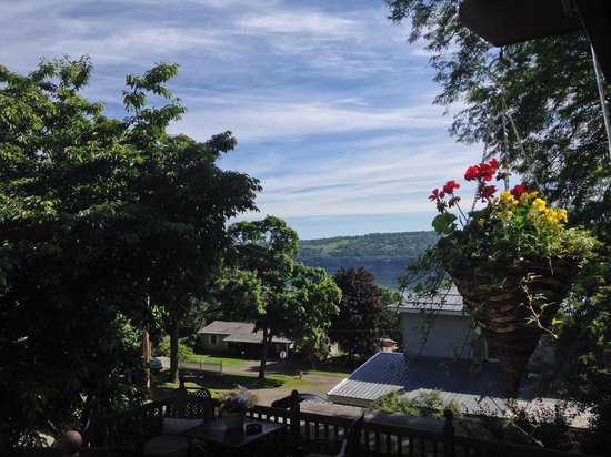 Lake Valley Legends Bed and Breakfast: View of Seneca Lake from the porch