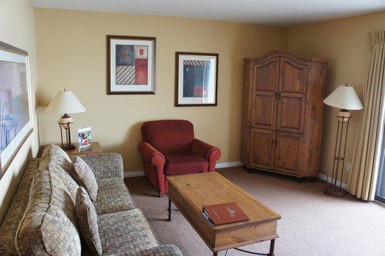 Lake Okanagan Resort: living room area