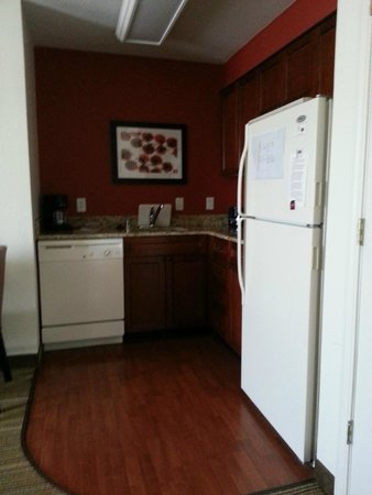 Residence Inn Silver Spring: full kitchen