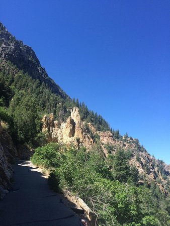 Timpanogos Cave National Monument: Hiking up