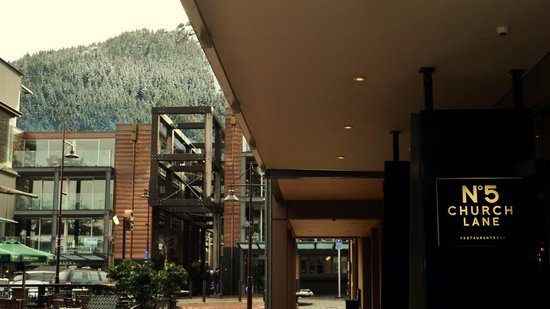 The Spire Hotel Queenstown: Laneway chic