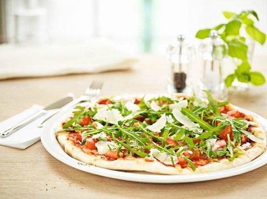 Vapiano: Pizza Bruschetta with rocket, Parmesan, homemade tomato sauce and mozzarella