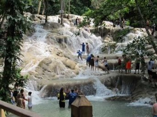 Dunn's River Falls and Park : On the climb! No wet, no fun!
