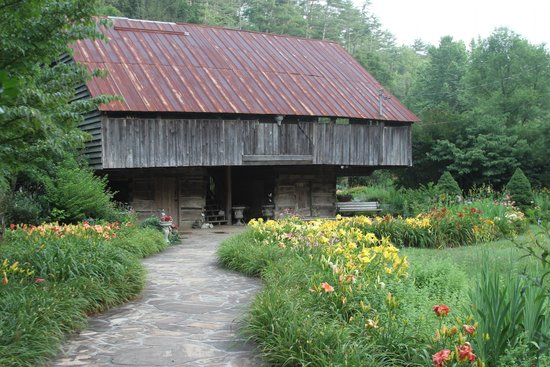 Townsend, TN: 134 year old Cantilever Barn!