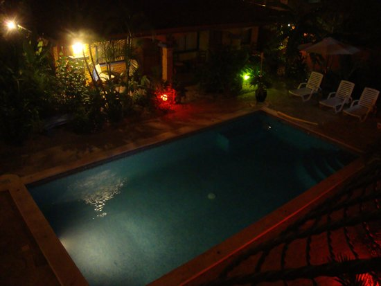Conchal Hotel: The pool at night