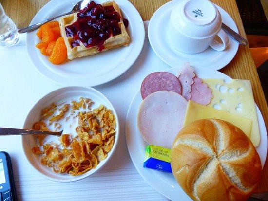 Acom Hotel Muenchen Haar: Buffet Breakfast