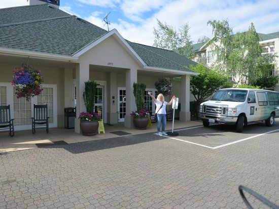Homewood Suites Seattle - Tacoma Airport / Tukwila: Entrance to hotel