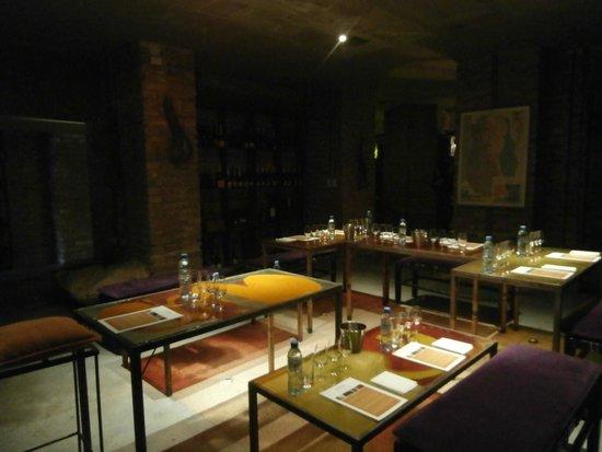 Cavas Wine Lodge: Área para degustações, reuniões. Adega.
