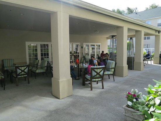 Homewood Suites Seattle - Tacoma Airport / Tukwila: Patio outside dining room
