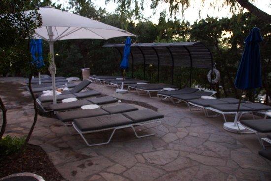 La Cantera Resort & Spa: Dedicated sun tanning area, away from splashing water