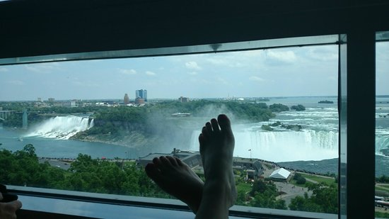 Niagara Falls Marriott Fallsview Hotel & Spa: Good way to relax in the AC :)