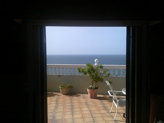 The Gallery Inn: our balcony and the sea