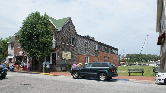 Poor Richard's Sandwich Shop: View of Poor Richard's Building