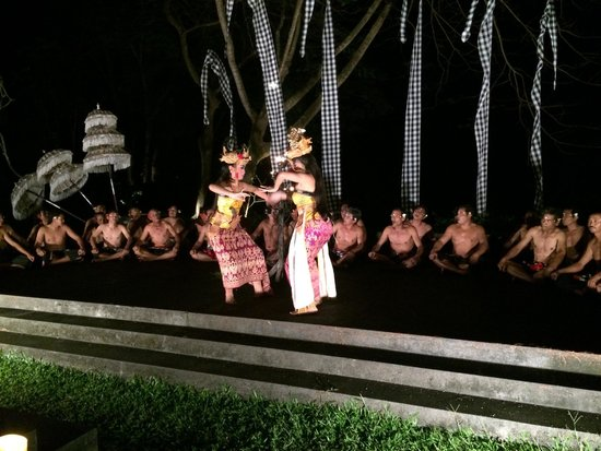 Maya Ubud Resort & Spa: Show at night