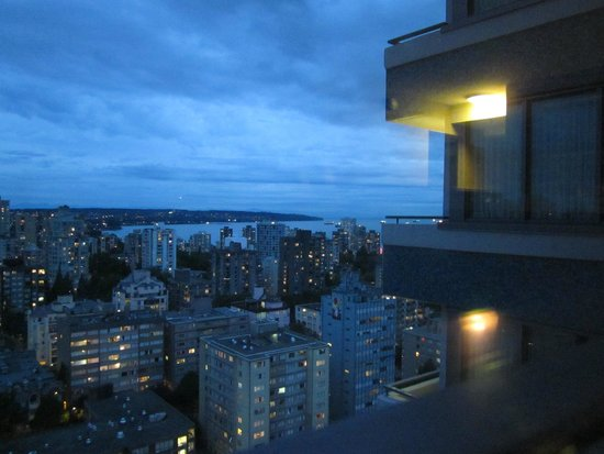 Blue Horizon Hotel: Evening View from 2503