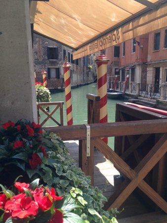Starhotels Splendid Venice: Вид с центрального входа
