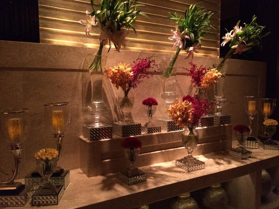 The Leela Palace New Delhi : flowers 3