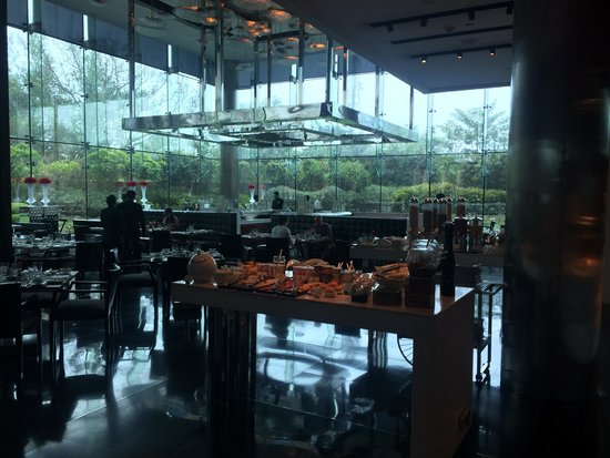 The Leela Palace New Delhi : the cube - breakfast