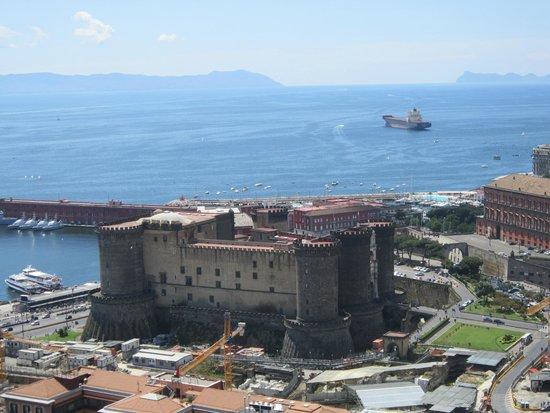 NH Napoli Ambassador: Castel Nuovo