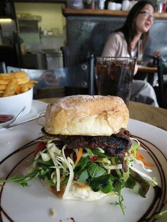 Kai Whakapai Cafe and Bar: Nice burger with asian style sauce