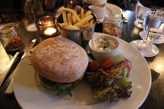 Lough Eske Castle, a Solis Hotel & Spa: Delicious burger in the bar