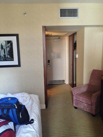 Millennium Knickerbocker Hotel Chicago: View towards door from window