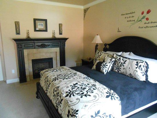 Summer Creek Inn : Suite #3 Bed