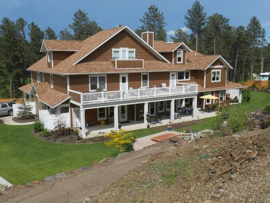 Summer Creek Inn : View From Top of Waterfall