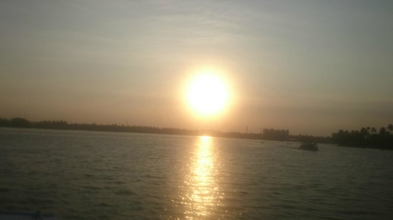 Kerala Backwaters: sunset