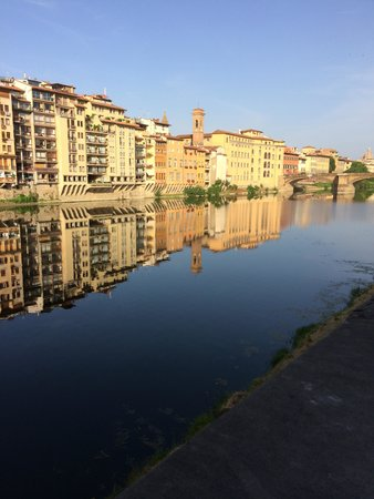 Pitti Palace al Ponte Vecchio: View of the Arno from near the hotel.