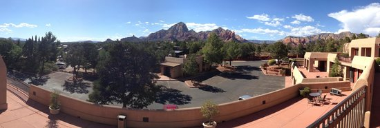 Best Western Plus Inn of Sedona : View of Red Rocks from Terrace outside rooms
