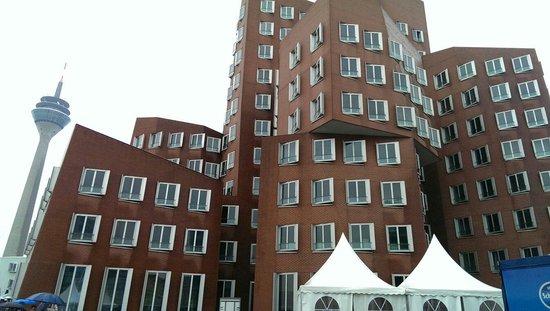 MedienHafen: Drunk building 3
