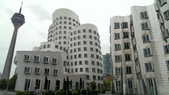 MedienHafen: Drunk building 1