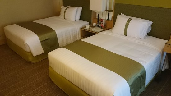 Holiday Inn Bangkok Silom: Comfortable beds with pillows from the menu