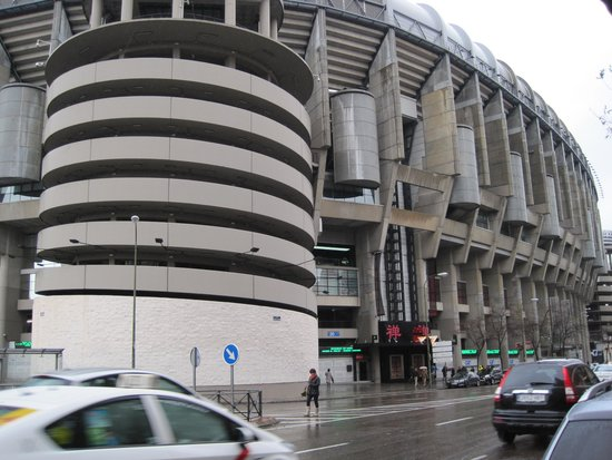 Stadio Santiago Bernabeu: Aussenansicht