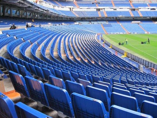 Stadio Santiago Bernabeu: Unterster Rang
