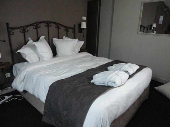 Hotel de l'Horloge : Main bed