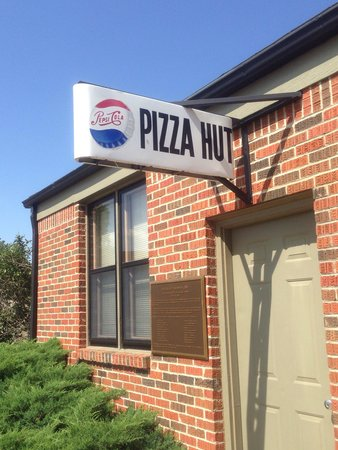 "Dec 03,  · The other memorable thing about the Pizza Hut dine-in buffet was the building that it came in. You probably know what I'm talking about: The ""Red Roof"" Pizza Hut store, with a lid-like roof."