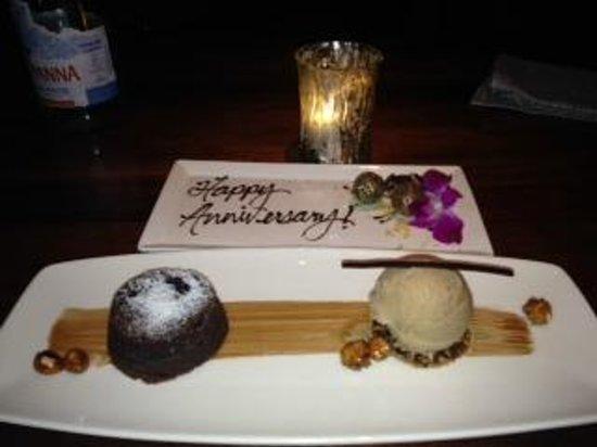 Four Seasons Hotel Austin: Anniversary dinner dessert! Yum!