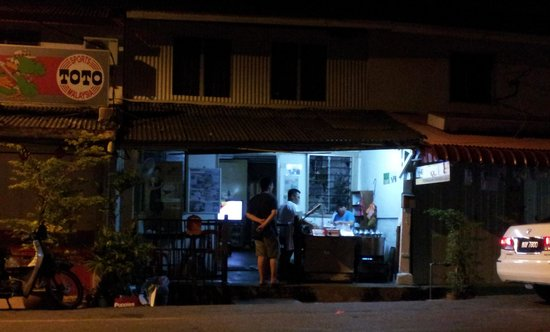 Putu Piring Stall: view of the shop
