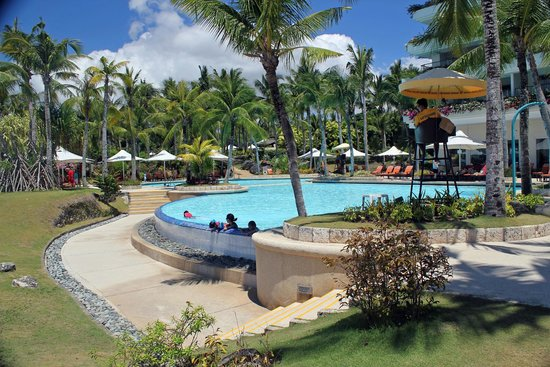Shangri-La's Mactan Resort & Spa: HOTEL POOL
